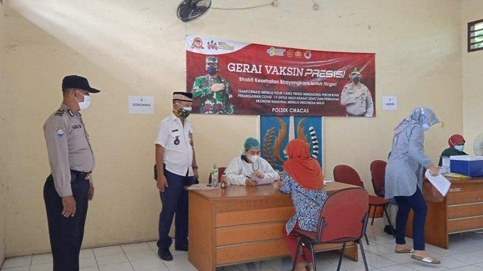 Sentra Vaksinasi Covid-19 di Kantor Kelurahan Ciracas Sasar Warga Pendatang
