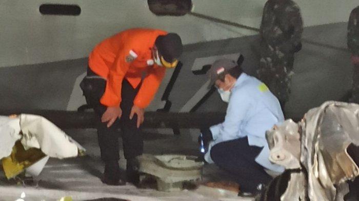 Hari Kelima Operasi SAR, Penyelam TNI AL Temukan Velg Roda Sriwijaya Air SJ-182
