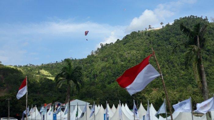 Lokasi venue paralayang PON Papua menyuguhkan keindahan alam Papua. Venue ini terletak di Bukit Gracia, Kampung Buton, Kota Jayapura.