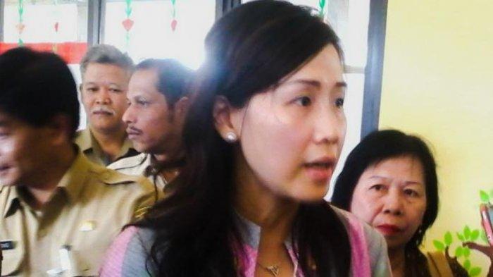 Begini Ekspresi Semringahnya Veronica Tan saat Layani Pelanggan di Lapak Daging