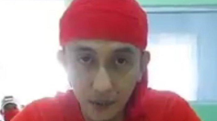 ISTIMEWA Screenshot video Bahar bin Smith menjelaskan rambutnya dipotong di Lapas Nusakambangan.