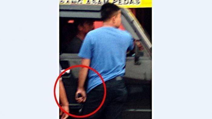 Fakta Viral Pria Genggam Senjata Api Pengendara Honda Jazz, Pepet Mobil Pikap di Brebes