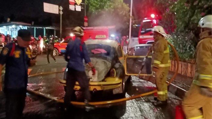 Mobil Volkswagen Terbakar di Ragunan Jakarta Selatan, Diduga Akibat Korsleting Listrik