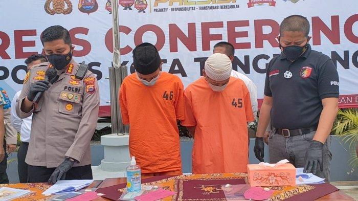 W dan D yang tanpa belas kasihan mengakhiri hidup T (62) di rumahnya sendiri bilangan Desa Sukamanah, Kecamatan Rajeg, Kabupaten Tangerang, Senin (13/9/2021).