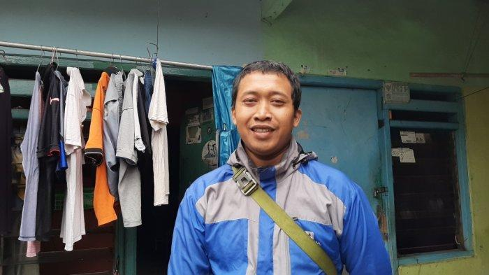 Waget, warga di RT 5 RW 9 Kelurahan Kebon Pala, Makasar, Jakarta Timur, Jumat (19/2/2021).