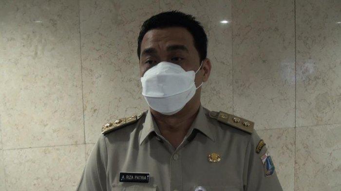 Wagub DKI Jakarta, Ahmad Riza Patria saat diwawancarai wartawan di Balai Kota, Senin (13/9/2021)