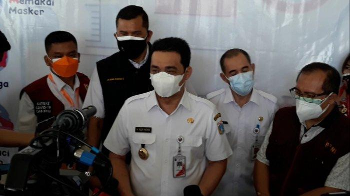 Wakil Gubernur DKI Jakarta Ahmad Riza Patria saat memberi keterangan di Cipayung, Jakarta Timur, Rabu (4/8/2021).