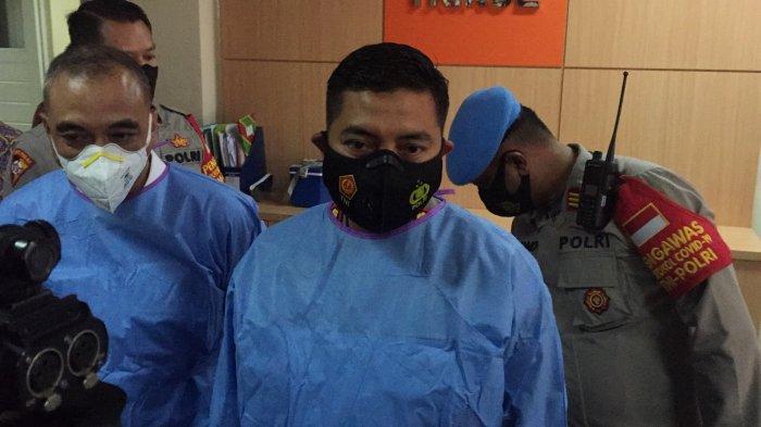 Kapolresta Tangerang, Kombes Pol Wahyu Sri Bintoro saat menjenguk korban R di RSUD Kabupaten Tangerang, Selasa (30/3/2021).