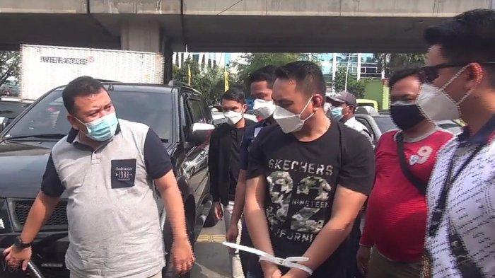 Ini Wajah Pengemudi Pajero Todong Pistol dan Pukul Sopir Truk yang Viral di Tanjung Priok