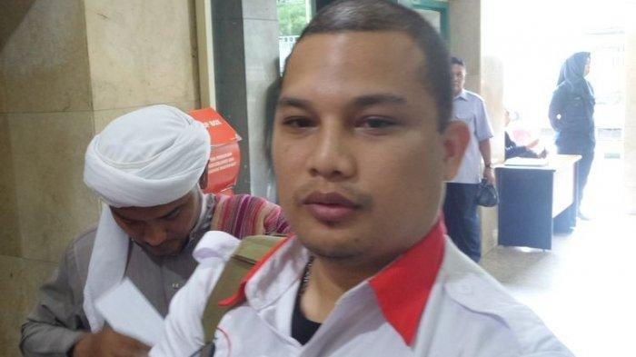 Wakil Ketua ACTA Ali Lubis di kantor Bareskrim Polri, Jakarta, Senin (13/2/2017). Nama Ali Lubis menjadi sorotan warga setelah meminta Anies Baswedan mundur dari jabatannya sebagai Gubernur DKI Jakarta.