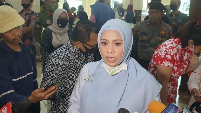 Wakil Ketua DPRD DKI Jakarta Zita Anjani usai menemui para orang tua murid di Gedung DPRD DKI Jakarta, Selasa (23/6/2020).