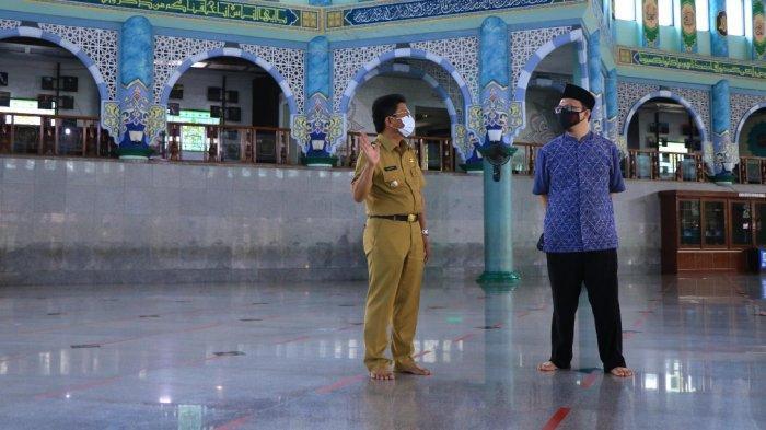 Masjid Raya Al-Azhom Hanya Menerima 1.000 Jemaah Salat Tarawih dan Tanpa Kultum