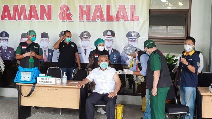 Enam Orang Pertama Disuntik Vaksin di Kota Bekasi, Wakil Wali Kota dan Ketua DPRD Absen