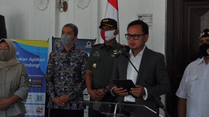 Wali Kota Bogor Bima Arya - Gugus Tugas Percepatan Penanggulangan Covid-19 Nasional menetapkan Kota Bogor masuk ke dalam kategori zona merah.