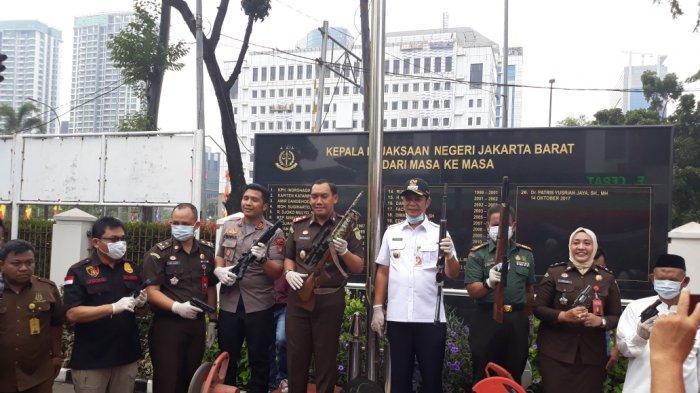 Ditanya Tentang Lem Aibon Rp 82,8 Miliar di APBD DKI, Wali Kota Jakbar: Bukan Tanggung Jawab Saya