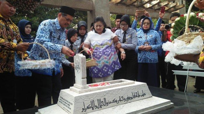 Ziarah ke Makam Ade Irma Suryani, Ini Pesan Wali Kota Jakarta Selatan Marullah Matali