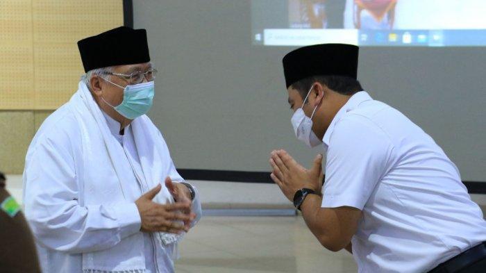 Wali Kota Tangerang, Arief R Wismansyah saat menghadiriacara Pengukuhan dan Ta'aruf Dewan Pimpinan Majelis Ulama Indonesia (MUI) Kota Tangerang masa khidmat 2020-2025, Rabu (25/2/2021).