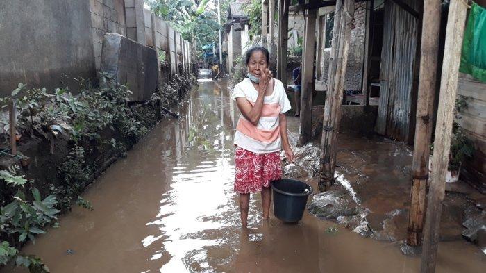 Rumah Langganan Banjir, Warga Kampung Arus Tak Dapat Bantuan: Sampai Sini Cuma Sampah Nasi Boksnya