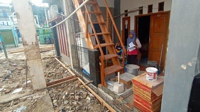 Pintu Depan Rumah Ditutup Pembangunan Sekolah, Warga di Kemayoran Jebol Tembok Agar Bisa Masuk