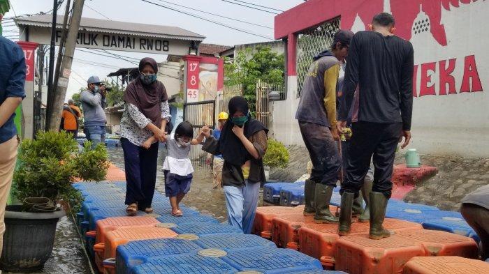 4 Hari Banjir 2 Meter, Warga Periuk Tangerang Butuh Bantuan Alat Kebersihan