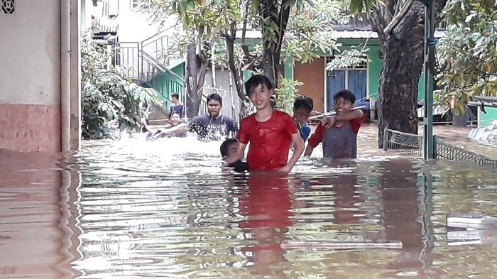 Kawasan RW 04 Cipinang Melayu Diterjang Banjir, Warga Belum Terbebas dari Luapan Kali Sunter