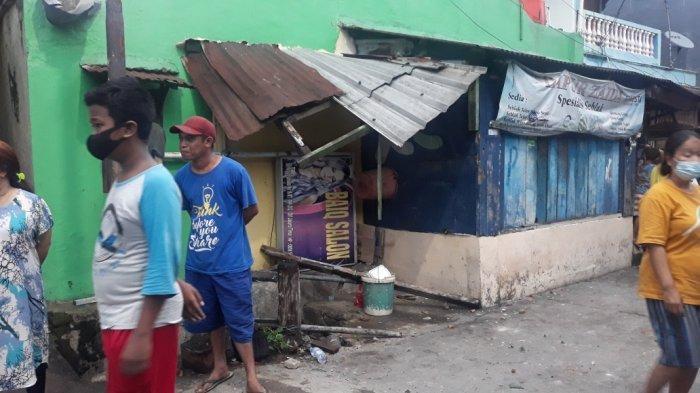 Rumah warga di Jalan Kebun Nanas Selatan I, Kelurahan Cipinang Cempedak yang rusak terdampak tawuran di Jatinegara, Jakarta Timur, Jumat (1/1/2021). TRIBUNJAKARTA.COM/BIMA PUTRA