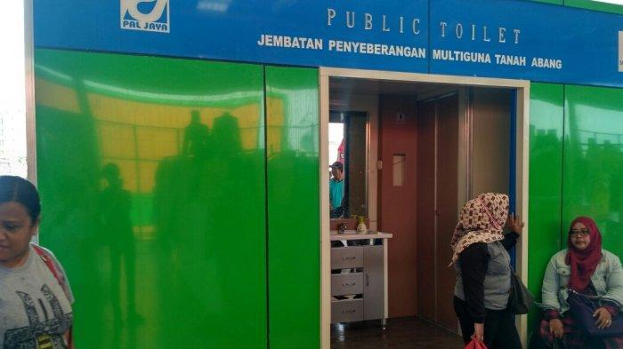 Pedagang di JPM Tanah Abang Keluhkan Jumlah Toilet yang Kurang