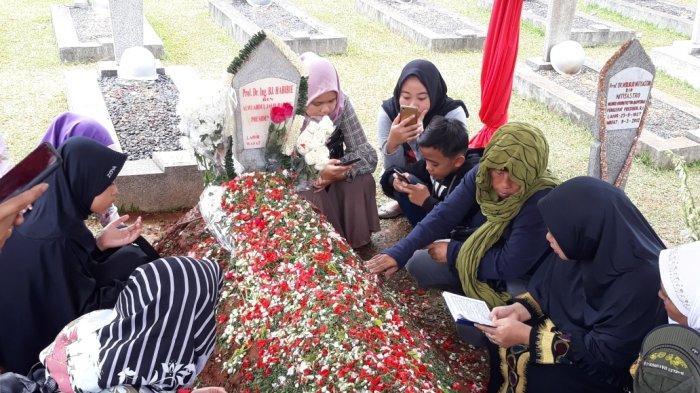 Pihak Keluarga Tak Minta Penjagaan Khusus di Makam BJ Habibie