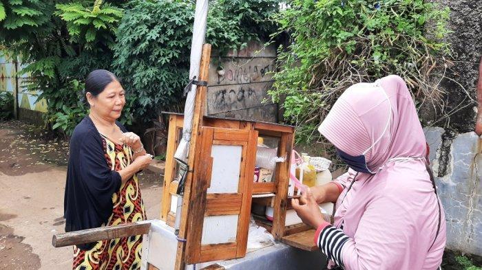 Warsih, penjual jamu keliling sejak 1990, Rabu (17/2/2021).