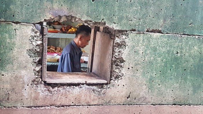 Warung Nasi Berlubang di Kawasan SCBD Viral di Media Sosial, Begini Sejarahnya Menurut Pemilik