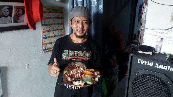 Widodo (40), mantan juru masak makanan Meksiko yang tengah merintis usaha sendiri usai terkena PHK akibat pandemi Covid-19 pada Selasa (1/3/2021).
