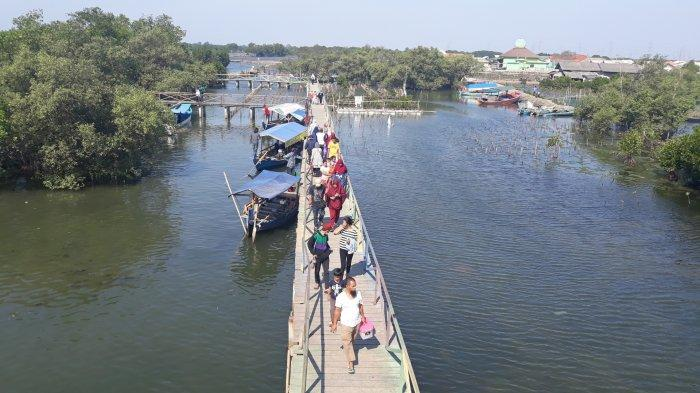 Kawasan Wisata Jembatan Cinta Tarumajaya Kabupaten Bekasi.