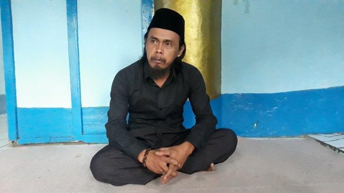 Keturunan kesembilan Mbah Datuk Banjir Pangeran Syarif Hidayatullah, Yanto Wijoyo (45) saat memberi keterangan di Cipayung, Jakarta Timur, Sabtu (17/4/2021)