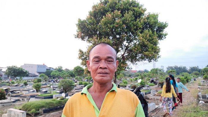 Cerita Tukang Gali Kubur di TPU Perwira Bekasi, Pernah Digigit Ular Kobra hingga Tangan Membusuk