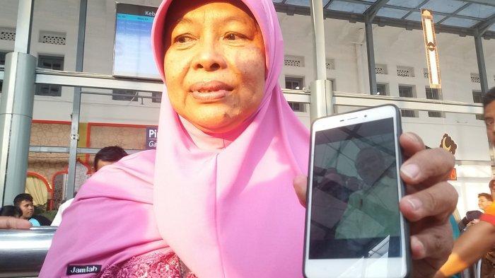 Pernah Bermimpi, Tangis Yuli Pecah Saat Bertemu Presiden Jokowi di Stasiun Pasar Senen