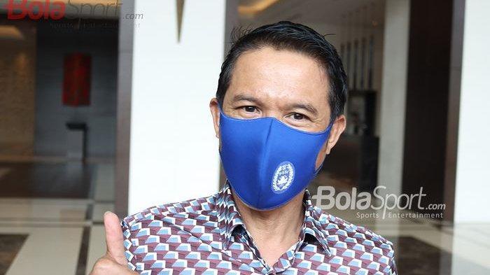 Plt Sekjen PSSI, Yunus Nusi, memberikan keterangan kepada awak media di Hotel Fairmont, Senayan, Jakarta Selatan, 29 Juli 2020.