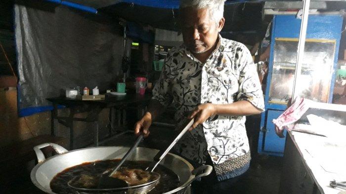 Pelanggan Belibis Goreng Olahan Yus Dari Dokter Hingga Aktor Keluarga Cemara Tribun Jakarta