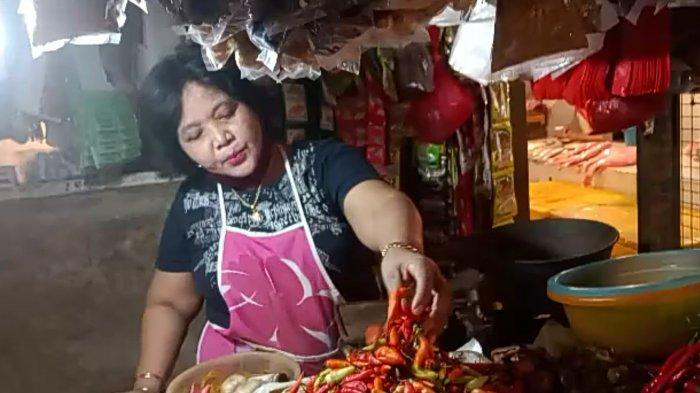 Yusnita, pedagang bahan pangan di Pasar Koja Baru, Koja, Jakarta Utara, menuturkan bahwa harga cabai meroket menjadi Rp 140.000, Rabu (3/3/2021)