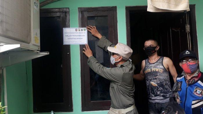 Rumah Ditempeli Stiker Karantina Mandiri oleh Satpol PP Lenteng Agung, Zaenal Pilih Bayar Tes Swab