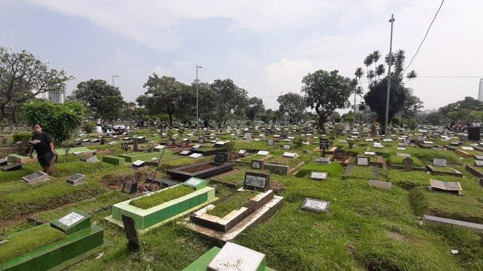 Menjelang Ramadan, Begini Suasana Warga Berziarah ke TPU Karet Bivak Jakarta Pusat