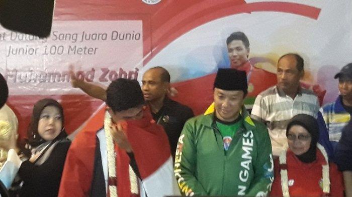 Lalu Muhammad Zohri Disambut Gendang Beleq Saat Tiba di Bandara Soekarno Hata