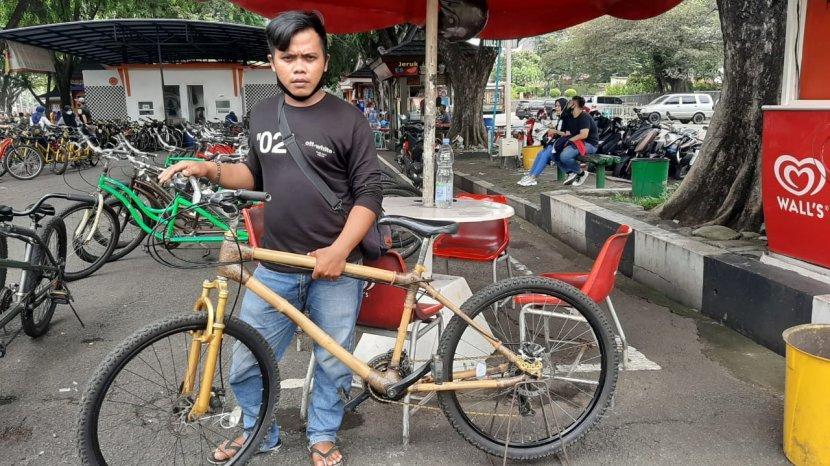 Cerita Abdul Modifikasi Sepeda Bekas Jadi Sepeda Bambu Pengunjung Tmii Bisa Coba Gratis Tribun Jakarta
