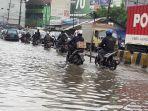 akses-jalan-raya-serang-km15-yang-terendam-banjir-30-sentimeter.jpg