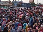 aksi-buruh-di-jalan-raya-serang-jakarta-cikande-tepatny-didepan-pt-pwi.jpg