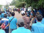 aksi-demo-mogok-kerja-ratusan-pekerja-pt-tang-mas.jpg