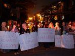 aksi-protes-warga-perumahan-aruba-yang-aliran-listriknya-diputus_20180924_234252.jpg