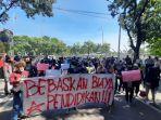 aksi-unjuk-rasa-mahasiswa-di-depan-kantor-pemkot-bekasi.jpg