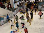 anak-anak-bermain-salju-di-snowy-wonderland-mall-living-world-alam-sutera-1.jpg