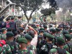 anggota-marinir-membubarkan-massa-remaja-yang-hendak-bertindak-anarkis.jpg