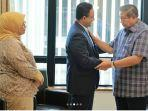 anies-baswedan-mengunjungi-ani-yudhoyono-di-singapura.jpg